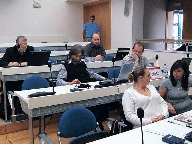 Opoziční zastupitelé Karlových Varů považují spolupráci města s Milanem Kindlem za kontroverzní.