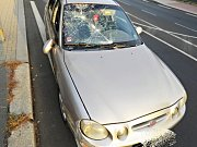 Místo dopravní nehody a střetu automobilu s chodcem.