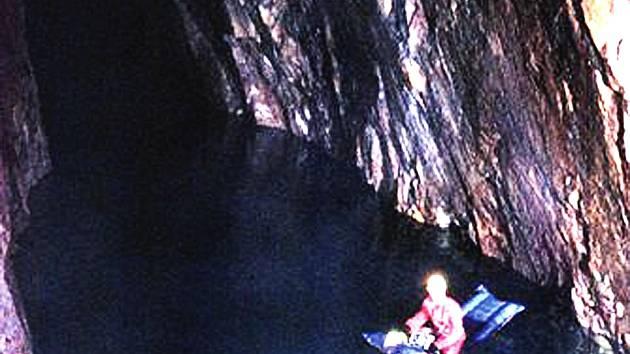 Podzemní jezero.
