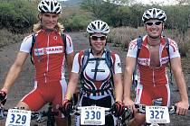 Na nejtěžší závod svého života se triatlonistka z Karlovarského kraje Irena Klingorová na Havaji připravovala s partou kluků. Na snímku vlevo je vítěz letošní Xterra Czech Tour Jirka Klíma a vpravo přerovský Vašek Klakurka.