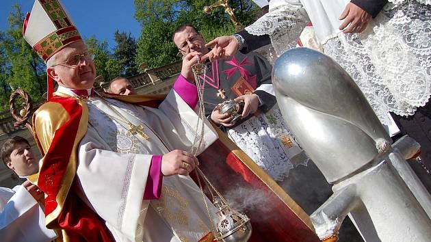Tradiční součástí zahájení lázeňské sezony v Karlových Varech je svěcení pramenů.