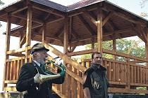 Vážné finanční problémy dohnaly vedení Lázeňských lesů k omezení činnosti. Peníze na opěrné zdi, lesní cesty i altány letos tato organizace mít nebude.