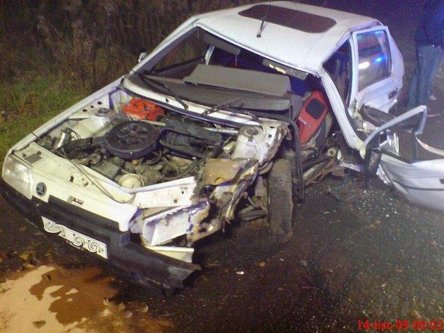 V noci z pátku 13. listopadu na sobotu 14. listopadu vyjeli profesionální hasiči ze Sokolova a dobrovolní hasiči z Chodova k hrůzně vypadající dopravní nehodě.