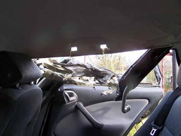 Dobrovolní hasiči z Ostrova asistovali v sobotu 14. listopadu u kuriózní dopravní nehody. V obci Merklín na Karlovarsku došlo po deváté hodině ke střetu osobního auta Škoda Octavia  a kolového bagru.