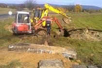 Výstavba kanalizace v Božičanech.
