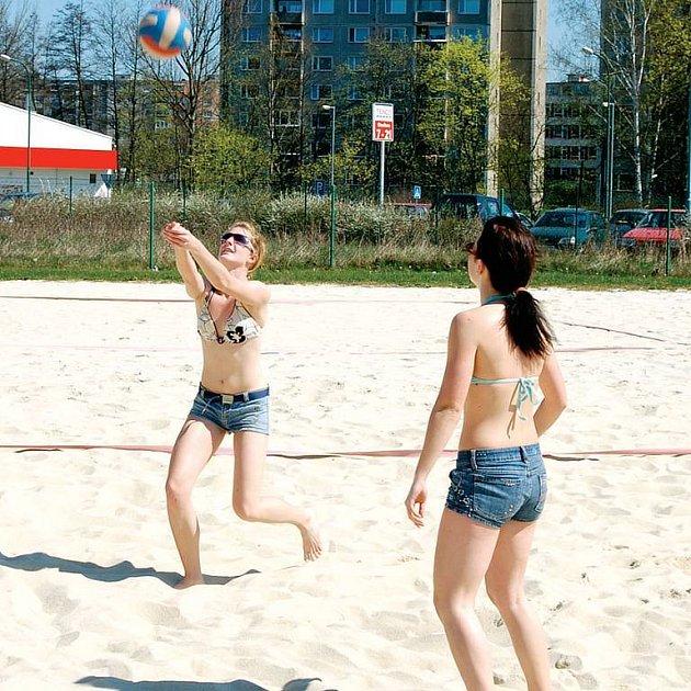 Miliony pro Rolavu. Město chce z evropských fondů získat pro areál Rolava 150 milionů korun. Oblíbené koupaliště by tak v budoucnu nabídlo kromě plážových sportů i další kvalitní služby.