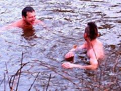 Vánoční plavání žlutických otužilců