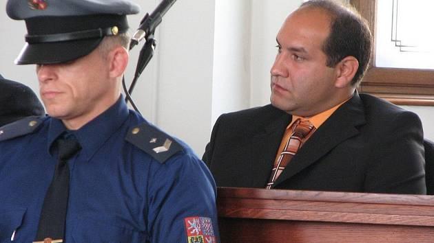 Bývalý romský policista Martin Barkóci, který kryl brutální útok svých kamarádů, si dle rozhodnutí Krajského soudu v Plzni odsedí čtyři roky.