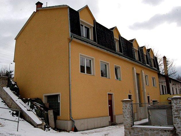 Kvůli rekonstrukci tohoto domu na Mattoniho nábřeží chtěl Tomáš Pecina informace od stavebního úřadu.