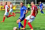 O velké překvapení se postarali hráči varské Slavie v úvodním kole podzimní části Fortuna ČFL, ve kterém udolali na dvorském stadionu favorizované Jirny (v modrém) 1:0.