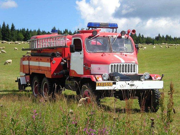 Co dělat v případě, že vznikne požár na těžko dostupných místech. To byla otázka, se kterou se o víkendu museli vypořádat v rámci dvoudenního cvičení dobrovolní i profesionální hasiči.