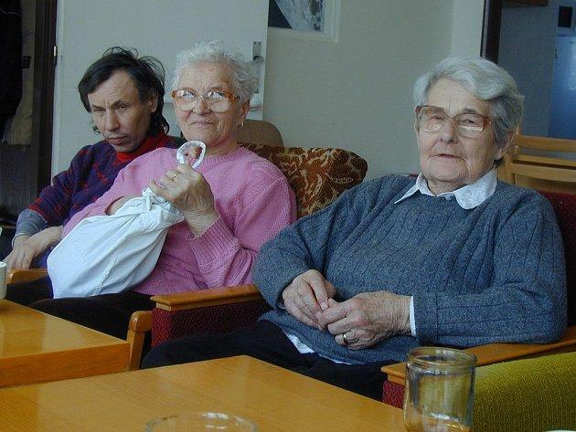 DRAHÉ LÉKY. Stále větší část důchodů, které mají senioři v domovech důchodců k dispozici, představují náklady na léky. Právě senioři, kteří mají nejmenší příjmy, platí za zdraví nejvíce.