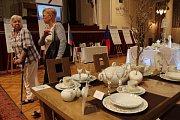 Porcelán i folklor láká stovky lidí.