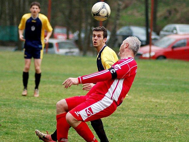 Loket vyraboval za tři body Merklín, když o svém vítězství 2:1 rozhodl dvěma góly v závěru duelu.