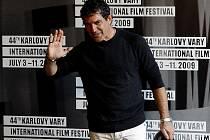 Španělský režisér a herec Antonio Banderas na 44. ročníku Mezinárodního filmového festivalu, který 10. července probíhal osmým dnem v Karlových Varech.