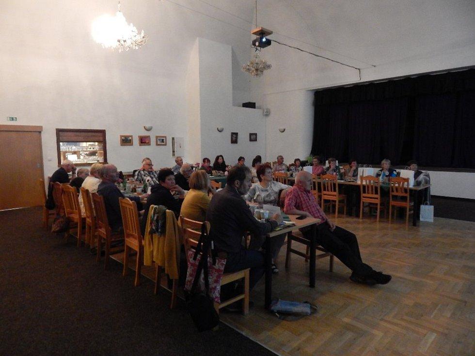 V Karlových Varech se už potřetí konalo mezinárodní setkání skalničkářů, kteří mimo jiné rokovali i o velmi závažných aktuálních tématech.