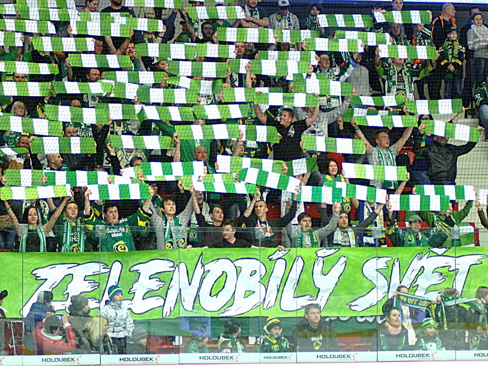 Energie (v zeleném) hostila Slavii Praha