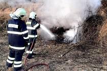 Letos měli hasiči nebývale vysoký počet výjezdů k požárům trávy a porostů.