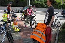 NA POTŘEBU ZLEPŠIT podmínky pro cyklisty v Karlových Varech se snaží upozornit skupina aktivistů Cyklojízdami.