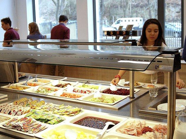 Nová jídelna stmelí devatenáct zemí světa