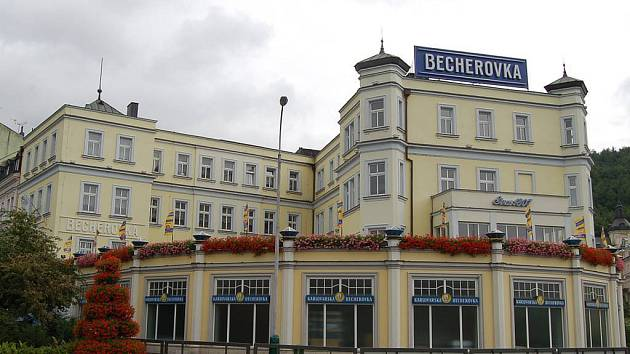 Becherovka se chystá prodat své domy v centru města.