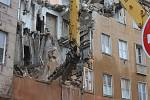 Bývalý komplex policejních budov v karlovarské ulici I. P. Pavlova, kde sídlilo za války gestapo, bourají v současné době bagry. Objekty nahradí luxusní hotel.