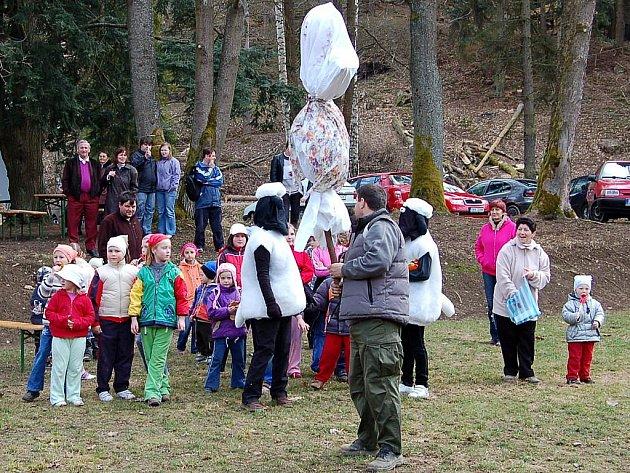 V botanické zahradě v Bečově se konají časté akce. Snímek je z Vítání jara.