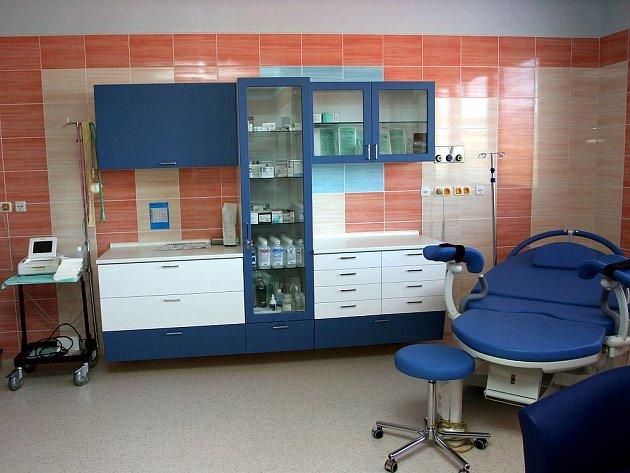 Porod vkomfortním prostředí. Nemocnice Ostrov poskytuje rodičkám po modernizaci porodních sálů maximální pohodlí , vysoce odbornou péči a klid.