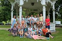 Již popatnácté se v karlovarské galerii umění konala tradiční akce pro 16 tvořivých dětí, které baví výtvarné aktivity.