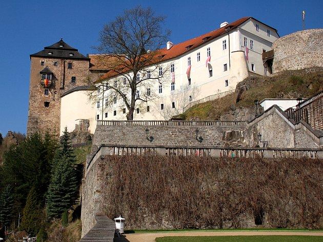 Hrad a zámek Bečov.