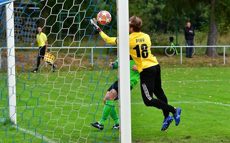 Fotbalisté Hroznětína uspěli i ve třetím domácím utkání krajského přeboru, když porazili Nové Sedlo 2:0.