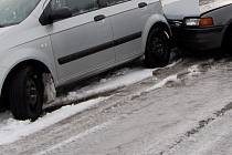 Kvůli náledí došlo k hromadné dopravní nehodě.