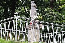 OBNOVENÉ poutní místo se sochou v Drahovicích.