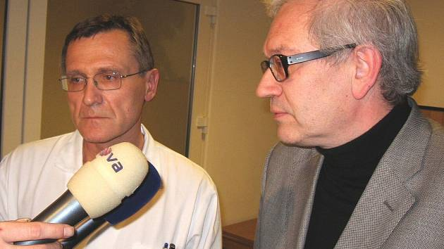Primář Stanislav Kubín a hejtman Josef Pavel (vpravo).