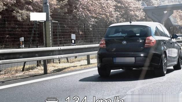 Překročení rychlosti na průtahu Karlových Varů.