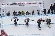 Z finále Mistrovství světa juniorů ve snowboardcrossu.