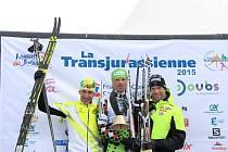 ČESKÁ LYŽAŘSKÁ SHOW. Tu si pořádně užili  o víkendu na francouzské trati dva Češi, a to stříbrný laufař Petr Novák (vlevo) a vítěz závodu Stanislav Řezáč (uprostřed).