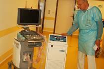 Karlovarská nemocnice zakoupila z evropských peněz špičkové přístrojové vybavení iktového oddělení.