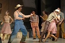 Z divadelních představení bude mít publikum díky lepším sedačkám větší požitek.