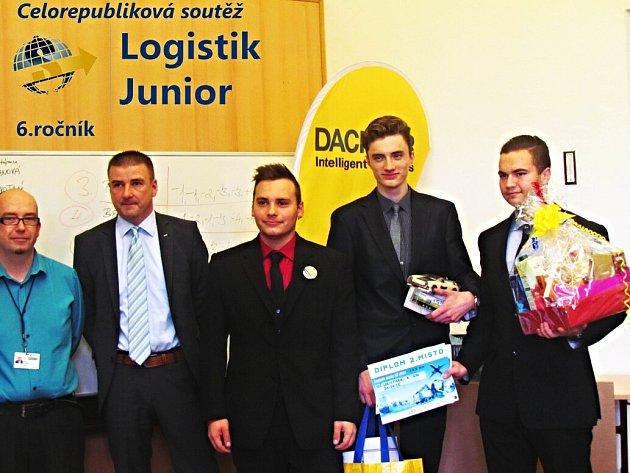 Úspěšný tým mladých logistiků z Dalovic. Zprava Erik Dufek, Filip Pogosjan, Jan Starosta.