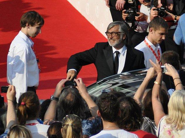 Slavnostní zahájení 45. ročníku Mezinárodního filmového festivalu v Karlových Varech. Příjezd festivalových hostů k hotelu Thermal