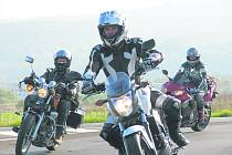 Motorkáři z Karlovarského kraje zahajují v pondělí novou sezonu.