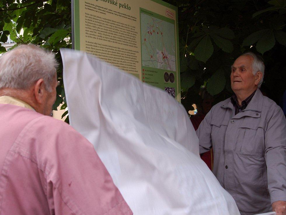 Ze slavnostního otevření obnovené naučné stezky v Jáchymově.