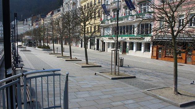 Koronavirus proměnil Karlovy Vary v město duchů