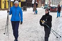 BOŽÍDARSKÉ ULICE budou pro pěší, motoristé přijíždějící jen lyžovat musí na odstavná parkoviště.