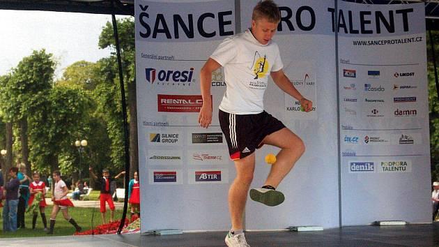 V pátek 24. června se na třídě T.G.Masaryka konalo další kolo soutěže Šance pro talent. Vítězem se stal Vašek Klouda, který porotu zaujal beatboxem a žonglováním s míčkem