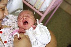 Adéla Žemličková z Ostrova se narodila v kadaňské porodnici 7. července v 0,07 hodin. Měřila 48 centimetrů a vážila 3,30 kilogramu.