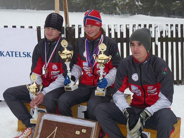 Čtyři medaile vybojovali o víkendu lyžaři karlovarského Slovanu. Hned dvěma tituly se může pochlubit Petra Nováková, třetí přidal Jakub Rádl (vlevo) a medailovou kolekci doplnil bronzem Radim Vik.