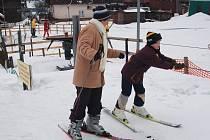 Na lyžování a svezení na vleku si asi ještě ten pátek počkáme. (Ilustrační foto.)