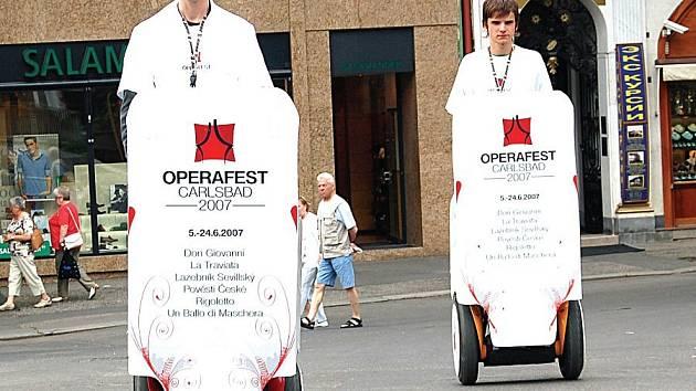 Pořadatelé Operafestu 2007 investovali do propagace výrazně méně peněz, než by podle reklamní agentury bylo potřebné.
